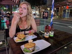 """Eating at Australia's healthy burger chain """"Grilled"""""""